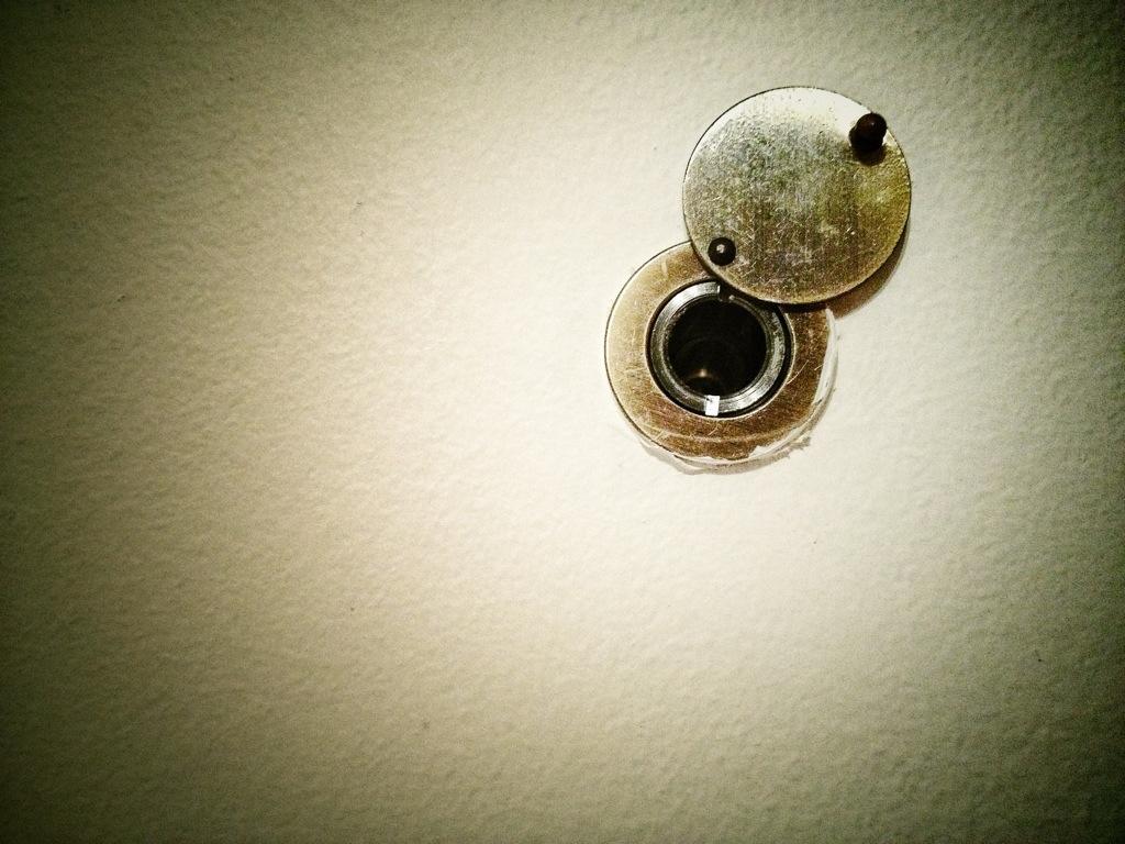 Spioncino della porta e catena di chiusura tutorial di - Spioncino porta con telecamera ...