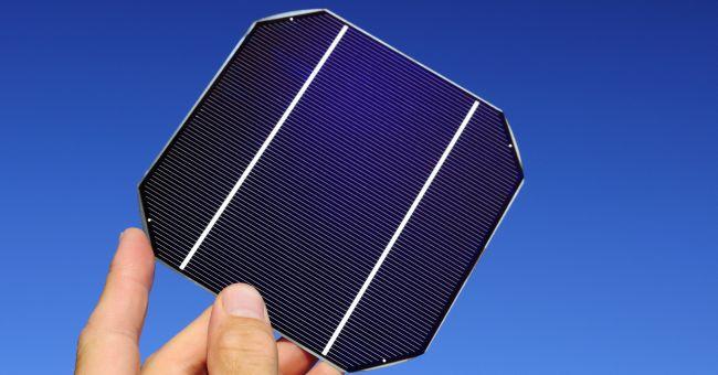 Piccoli pannelli solari tra le pagine del giornale for Pannelli solari immagini